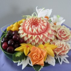 multifruit platter carving