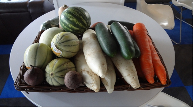 Uncarved fruit and vegetables